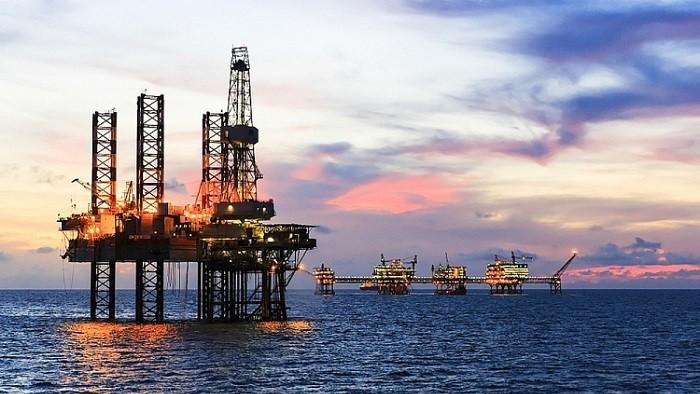 Giá dầu lên đỉnh 2 năm, cổ phiếu dầu khí trên cả 3 sàn đồng loạt nổi sóng
