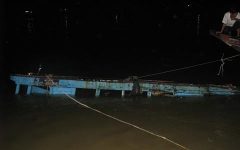 Nổ tàu vận tải hàng hóa giữa chợ nổi Cái Răng –Cần Thơ