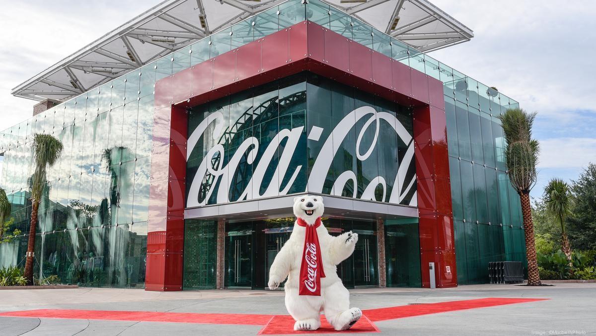 Coca-Cola và nhiều thương hiệu lớn ngưng quảng cáo trên mọi nền tảng mạng xã hội