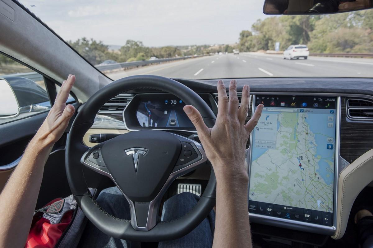 """Công nghệ """"lái xe rảnh tay"""" vào cuộc đua nước rút, vẫn đang thiếu các tiêu chuẩn an toàn"""