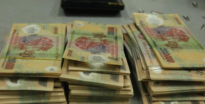 400.000 đồng thật mua một triệu tiền giả ở miền Tây