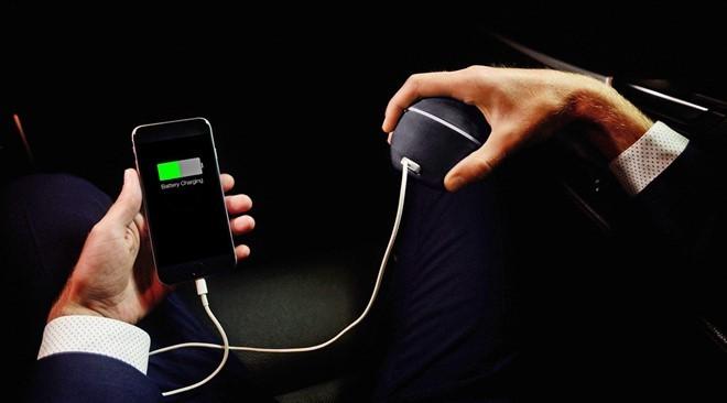 Cục sạc smartphone dùng năng lượng từ cơ thể