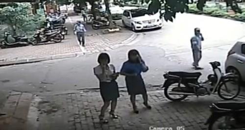 Xe chở Phó chủ tịch quận Thanh Xuân đi ăn trưa đỗ sai quy định