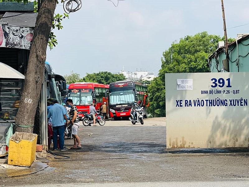TP.HCM chỉ đạo xử lý 2 bến xe cóc trên đường Đinh Bộ Lĩnh