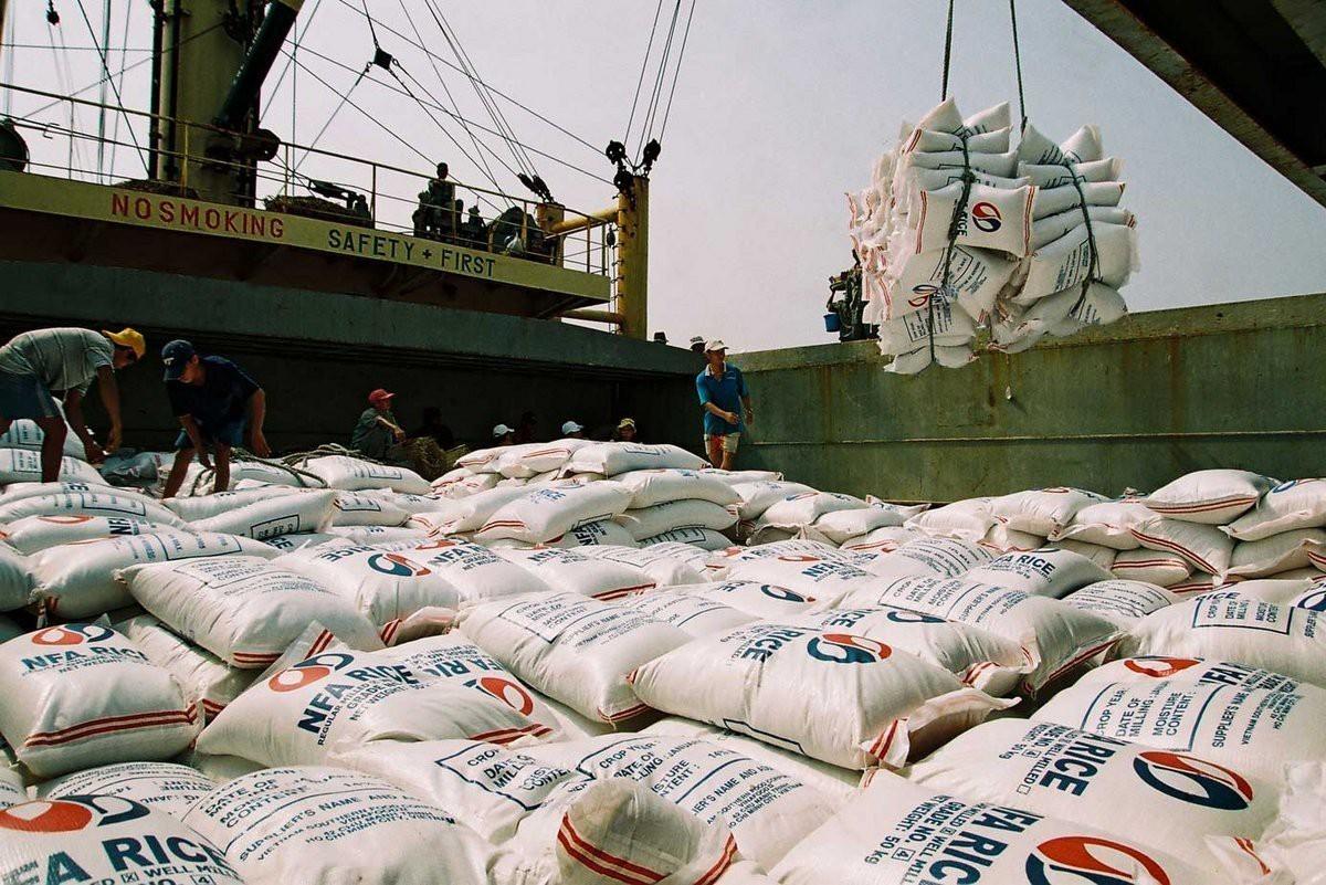 """Thị trường gạo xuất khẩu """"nóng"""" ngay từ đầu năm 2021"""