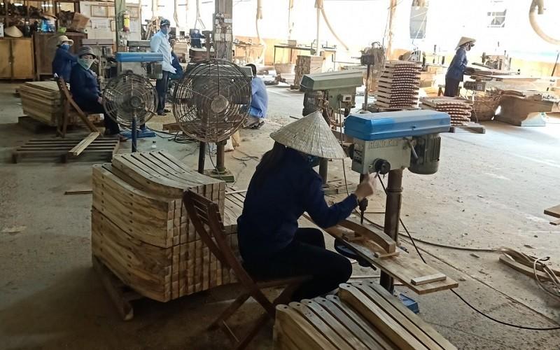 Xuất khẩu gỗ và sản phẩm gỗ tiếp tục chìm trong đà suy giảm