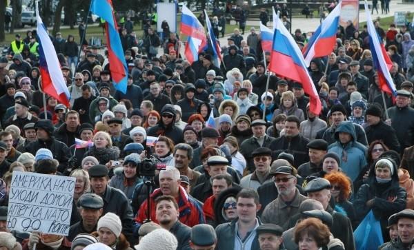 [Ảnh] Phe thân Nga bao vây trụ sở nhà nước ở Donetsk, Lugansk và Kharkov