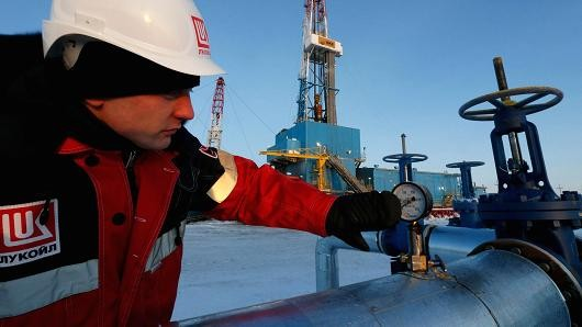 Giá dầu lập đáy 3 tháng
