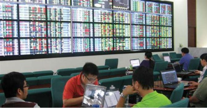 """Chứng khoán 24h: Nhà đầu tư thắng đậm với cổ phiếu giá """"bèo"""""""