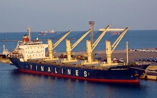 Đội tàu Vinalines xoay xở với nợ nần