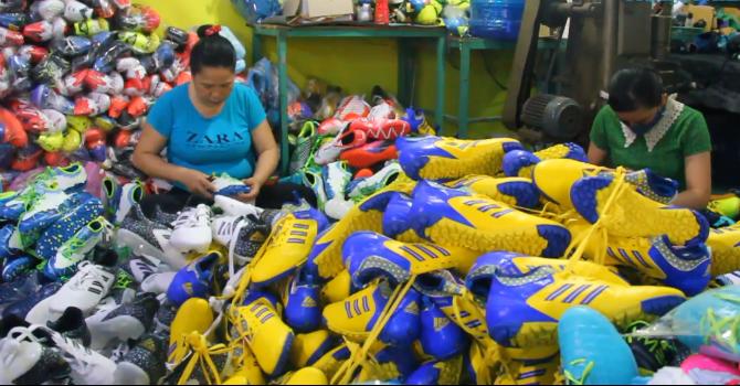 Hàng ngàn đôi giày nghi giả, nhái thương hiệu Nike, Adidas