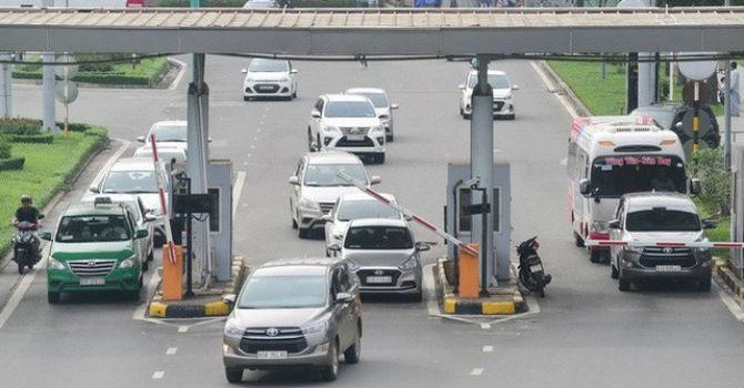 Tranh cãi việc miễn phí cho xe ra vào đón trả khách ở sân bay