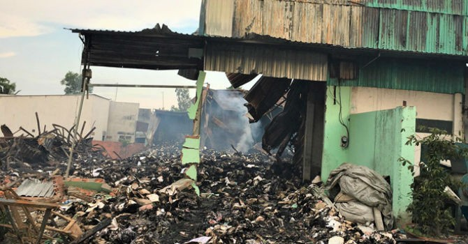 Nhiều nghi vấn quanh vụ cháy kho tài liệu xe buýt