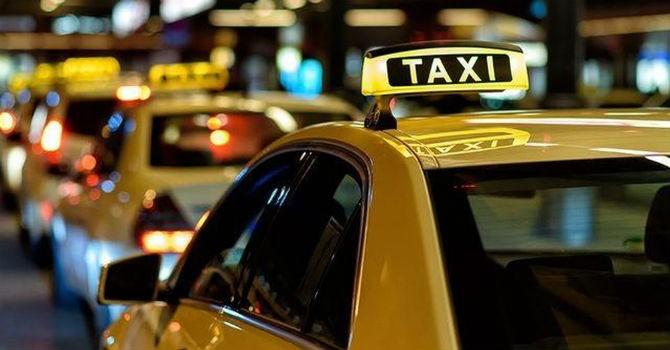 Phó Thủ tướng: Nghiên cứu kĩ quy định gắn hộp đèn trên xe công nghệ