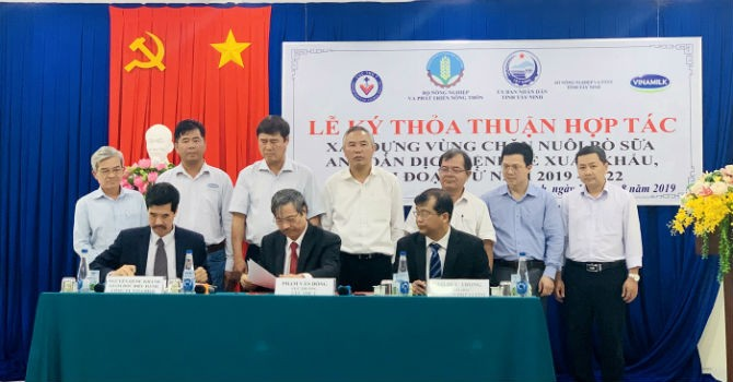 Vinamilk tham gia xây dựng vùng chăn nuôi bò sữa an toàn dịch bệnh tại Tây Ninh