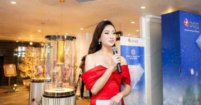 Hoa hậu Lương Thùy Linh rạng rỡ bên những bảo vật kỷ lục của DOJI