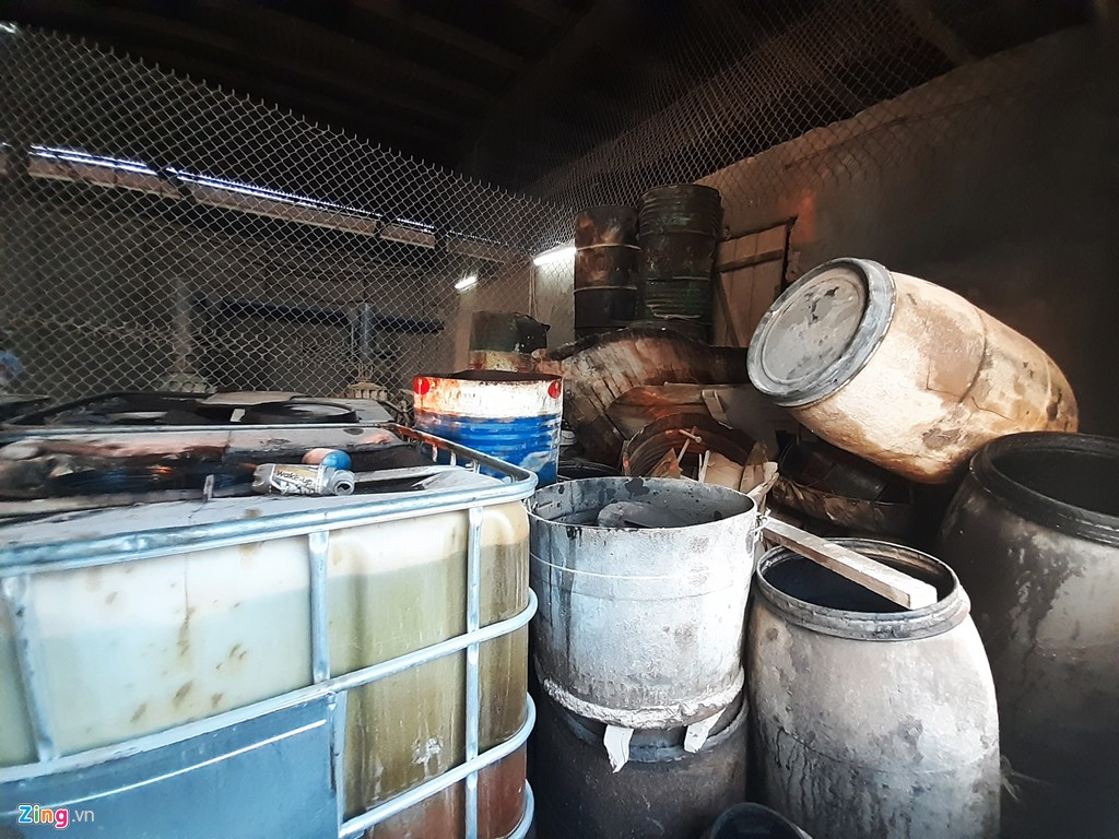 [Ảnh] Kho chứa dầu thải của công ty gốm sứ Thanh Hà