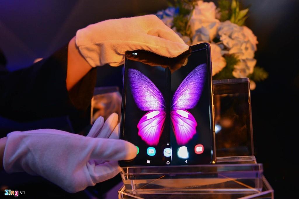 """Samsung và Huawei chọn cách """"lạ"""" để bán siêu phẩm mùa cuối năm"""