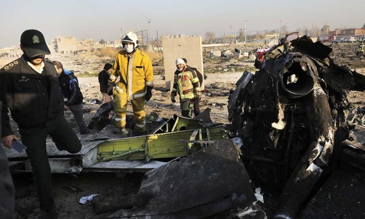 Dấu hiệu máy bay rơi ở Iran trúng tên lửa