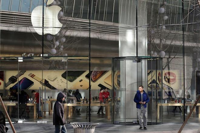 Apple mở lại thêm 100 cửa hàng tại Mỹ trong tuần này