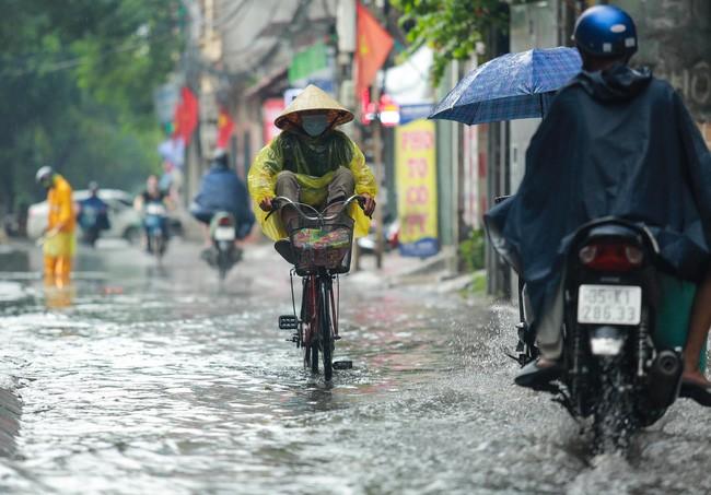 Hà Nội mát mẻ, tiếp tục có mưa dông