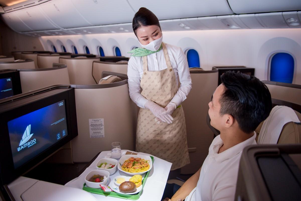 Bamboo Airways ưu đãi nâng hạng thương gia, tặng voucher miễn phí cho khách bay