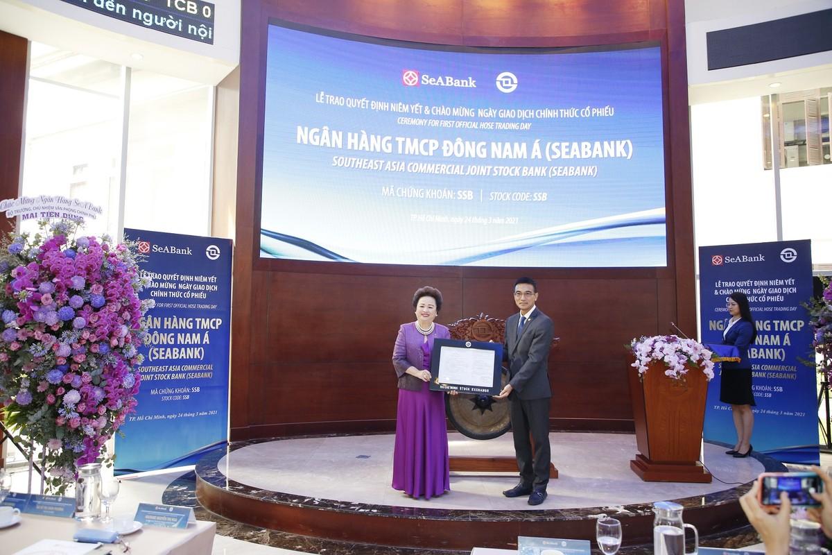 Hơn 1,2 tỷ cổ phiếu SeABank chính thức giao dịch trên HOSE, vốn hóa vượt 1 tỷ USD sau phiên ATO
