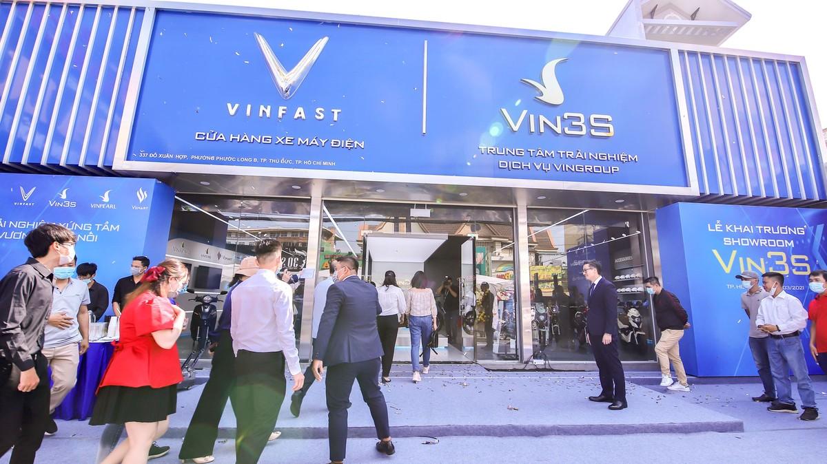 Vinfast khai trương 64 showroom xe máy điện