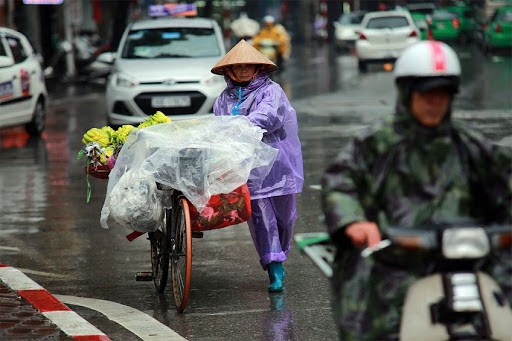 Miền Bắc đón không khí lạnh yếu gây mưa dông diện rộng