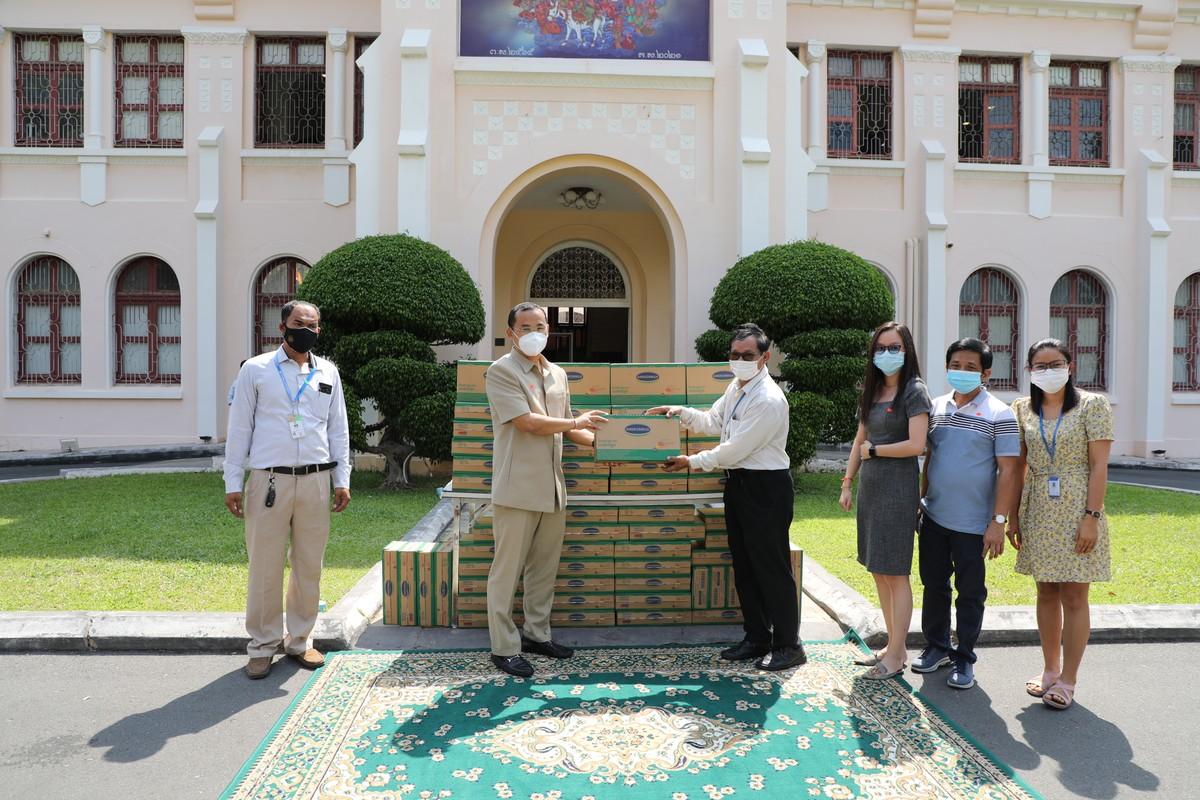 Công ty con của Vinamilk tại Campuchia tặng 48.000 hộp sữa cho người dân nước bạn trong đại dịch