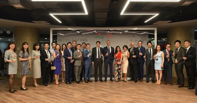 VPBank bắt tay với AIA, phân phối bảo hiểm độc quyền 15 năm