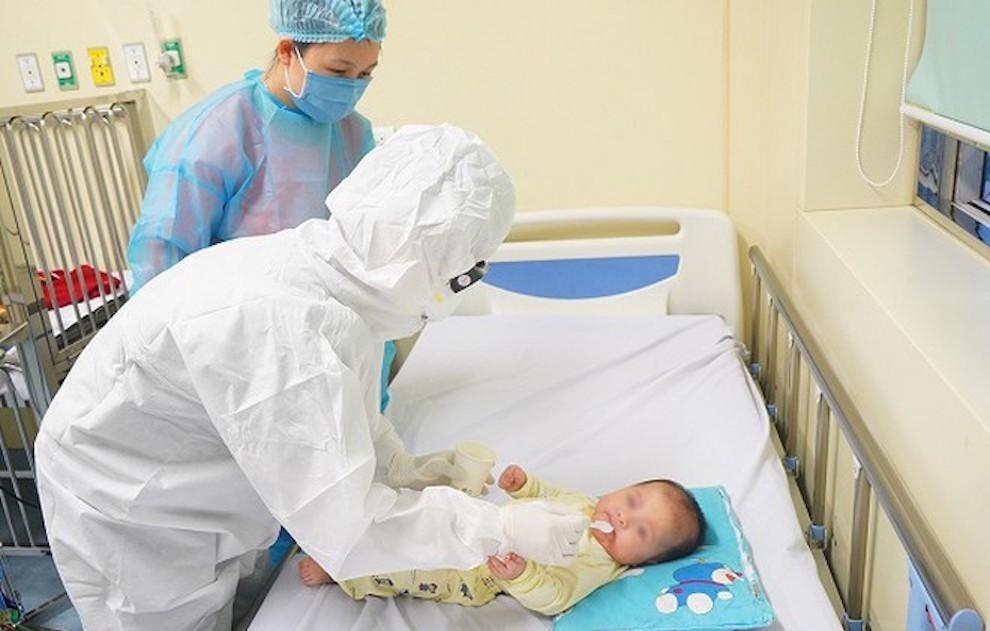 Bệnh nhi 8 tháng tuổi mắc Covid-19 trở về từ Angola