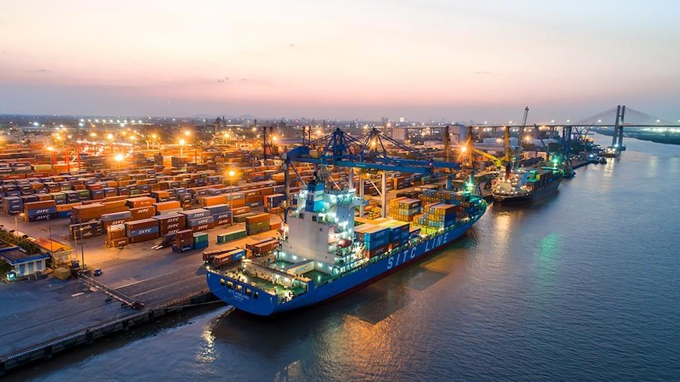 Cán cân thương mại của Việt Nam tiếp tục thặng dư gấp nhiều lần năm trước