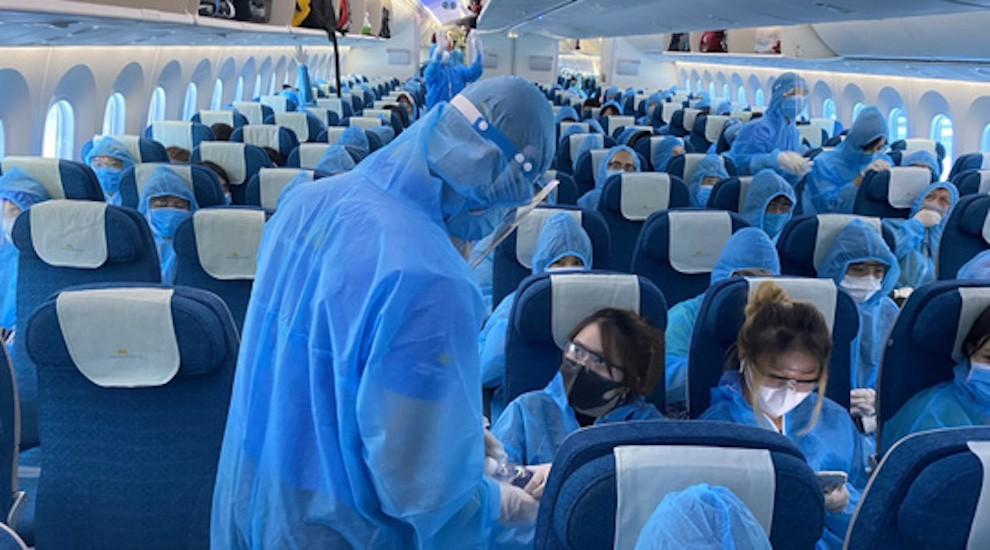 Xử phạt 3 triệu đồng với hành khách vi phạm quy định phòng chống dịch Covid-19 trên máy bay