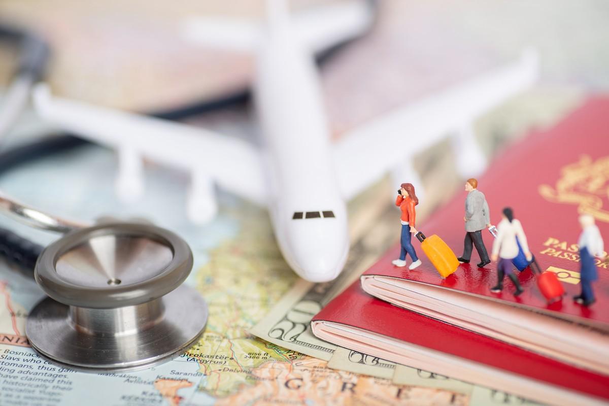 """""""Hộ chiếu vaccine"""": Khe cửa hẹp cho hàng không, du lịch quốc tế 2021?"""