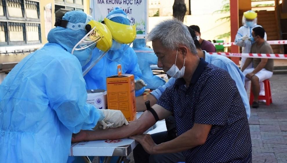 Chiều 5/3, thêm 6 ca mắc COVID-19 đều là người nhập cảnh, Việt Nam chính thức tiêm vaccine từ 8/3