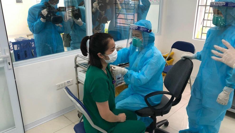 Thêm 12 ca mắc COVID-19, Việt Nam bước vào ngày đầu tiên của chiến dịch tiêm chủng ngừa COVID-19