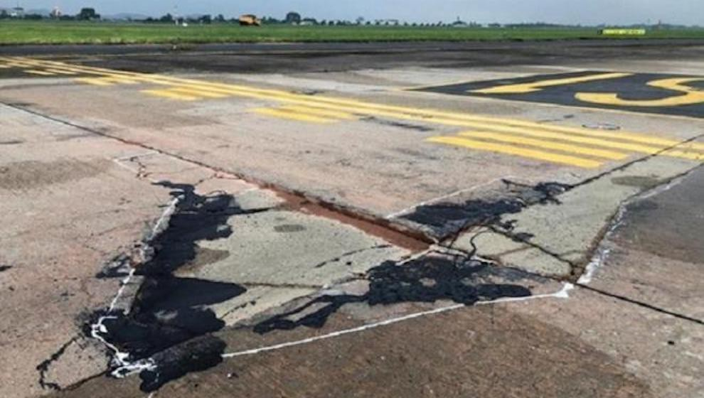 Cảng hàng không phải báo cáo tình trạng mặt đường cất, hạ cánh hàng tháng