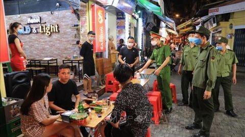 Hà Nội tạm dừng hoạt động các quán ăn đường phố, trà đá vỉa hè từ 17h chiều nay