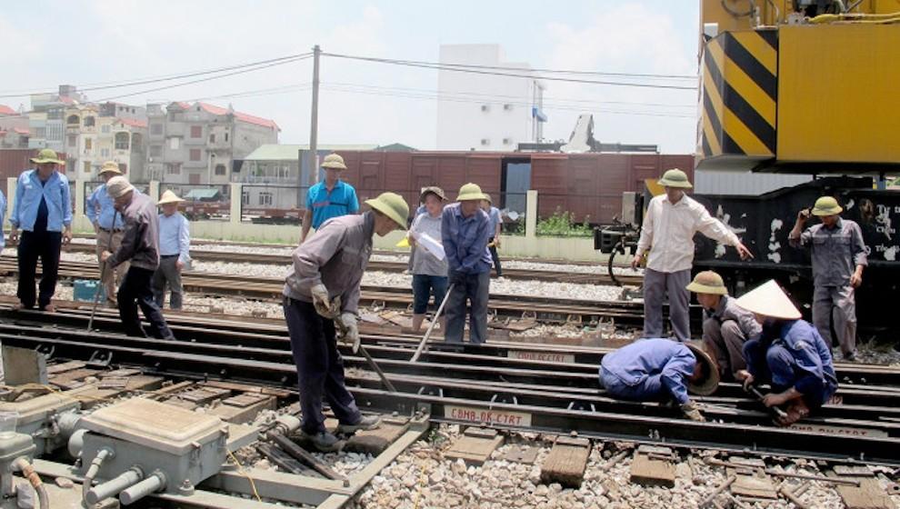 """Bộ GTVT yêu cầu VNR đặt hàng bảo trì kết cấu hạ tầng đường sắt trước ngày 24/5, riêng vốn vẫn đi """"đường vòng"""""""