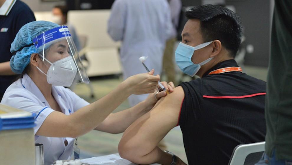 Lô vaccine AstraZeneca lớn nhất về đến Việt Nam, ưu tiên Pfizer cho người đã tiêm 1 mũi AstraZeneca