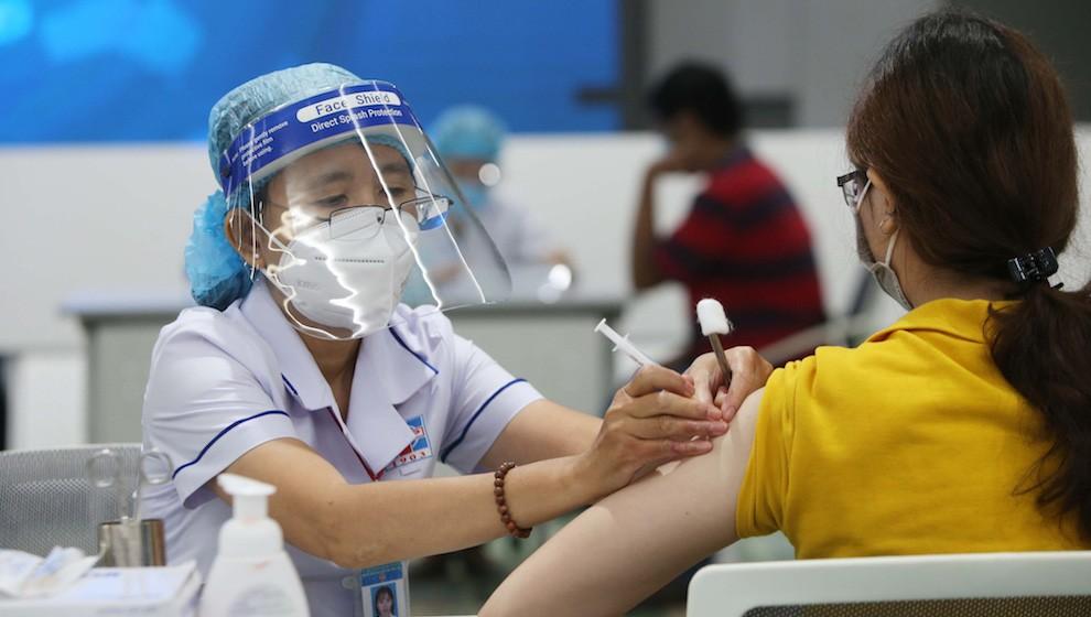 Chỉ trong 7 ngày, 2 triệu liều vaccine COVID-19 đã được tiêm, TP.HCM dẫn đầu cả nước