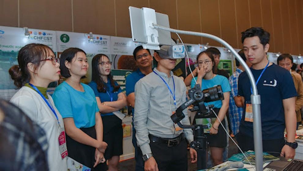 VECOM hỗ trợ 800.000 thanh niên chuyển đổi số