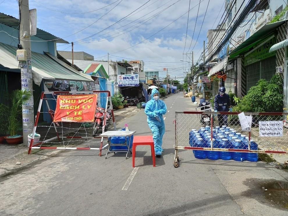 Hà Nội thêm 12 ca mắc COVID-19, quận Hoàn Kiếm nhiều nhất với 8 ca