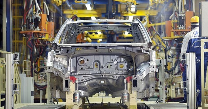 Ngân sách hụt thu 3.700 tỷ đồng, đề xuất không gia hạn giảm 50% phí trước bạ ô tô