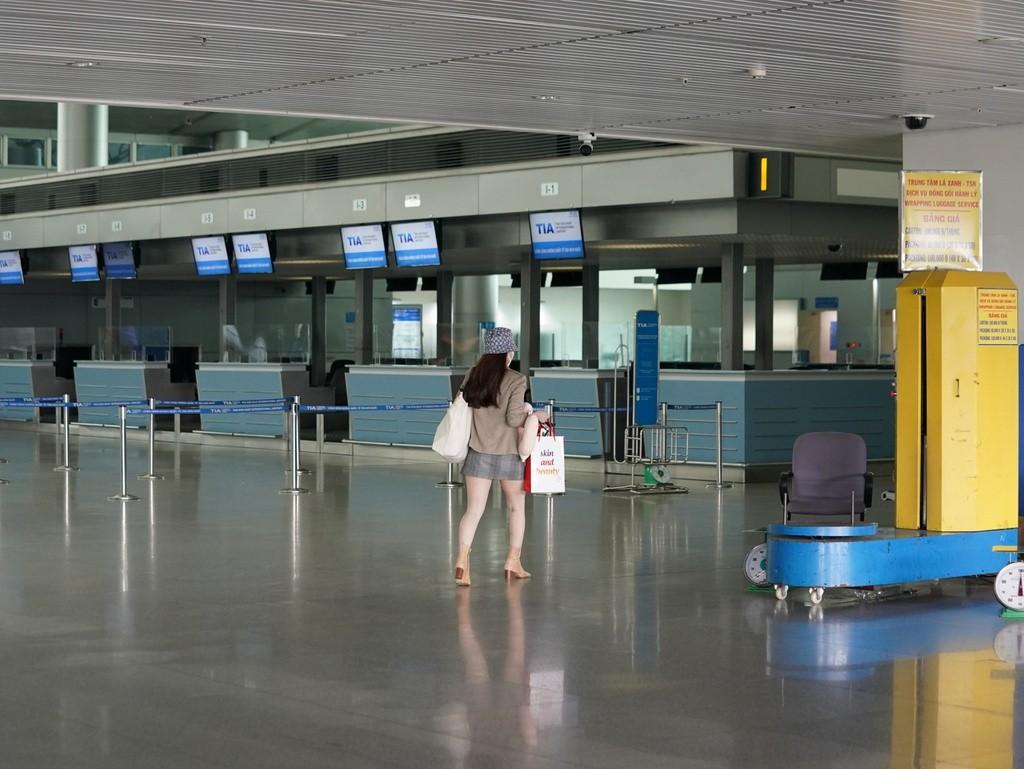 TP.HCM: Tạm dừng nhập cảnh hành khách tại sân bay Tân Sơn Nhất