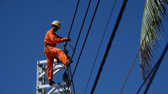 Tiêu thụ điện liên tục tăng cao kỷ lục vì nắng nóng
