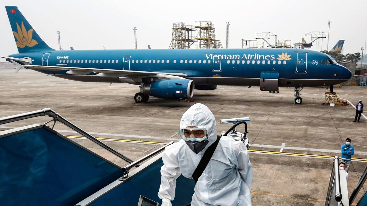 Vietnam Airlines bên bờ vực phá sản, đối mặt với rủi ro pháp lý, doanh nghiệp du lịch kiệt quệ vì COVID-19