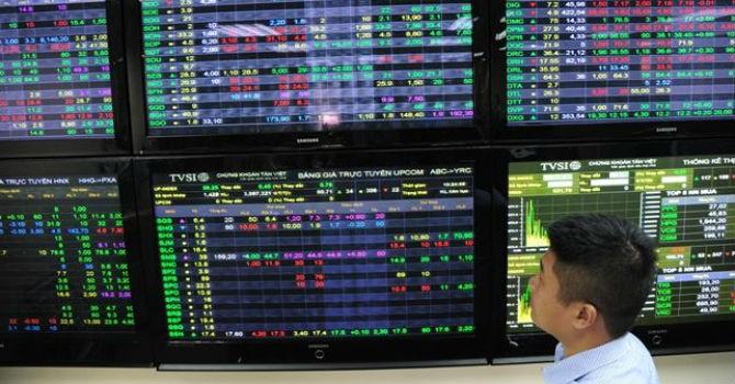 """Từng tăng mạnh thứ 2 thế giới, VN-Index quay đầu trở thành chỉ số """"tệ"""" nhất trong tháng 7"""