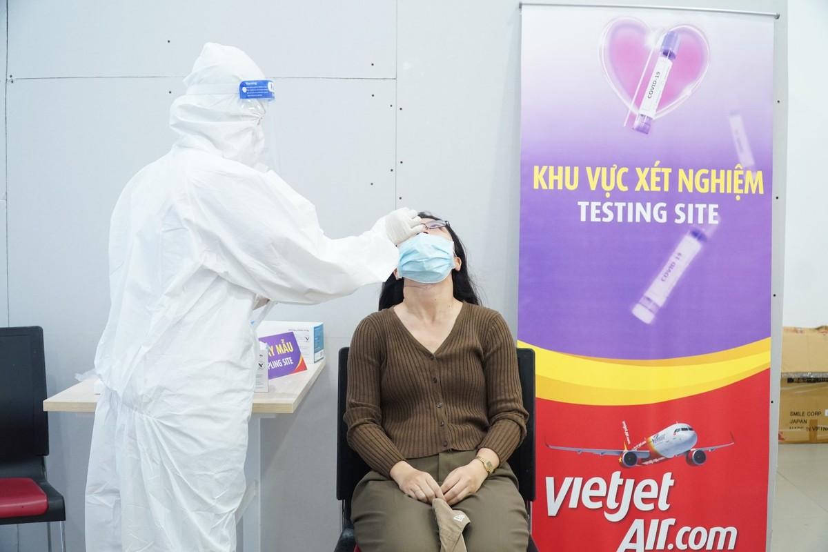 Trở lại với bầu trời, Vietjet miễn phí xét nghiệm COVID-19 cho tất cả khách hàng khởi hành từ TP.HCM